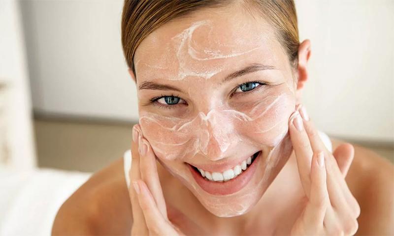 Crème contre l'acné pour les adolescents